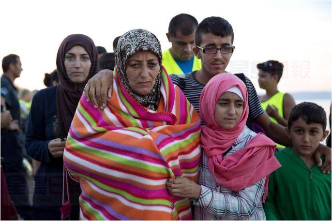 图为叙利亚难民抵达加国。联邦政府拨款为到达卑诗省寻求难民庇护的民众提供临时住房。CityNews图片