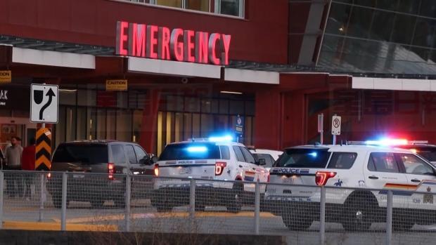 两名受伤男子被送往当地医院。CTV