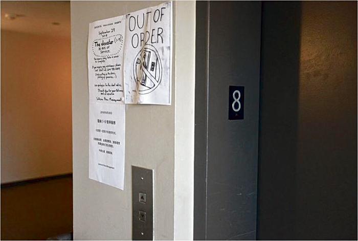 ■顺利楼内无法运行长达半年的电梯。星报