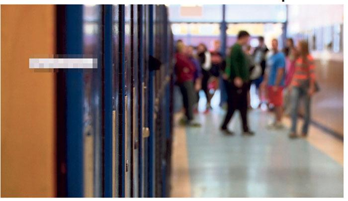 ■一名老师在参加无酒精学生毕业舞会前饮酒,随后又作出不当行为,受到处分。CTV