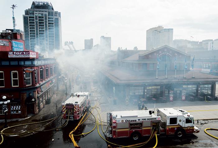 ■渥太华拜沃德市场,发生四级大火。加通社