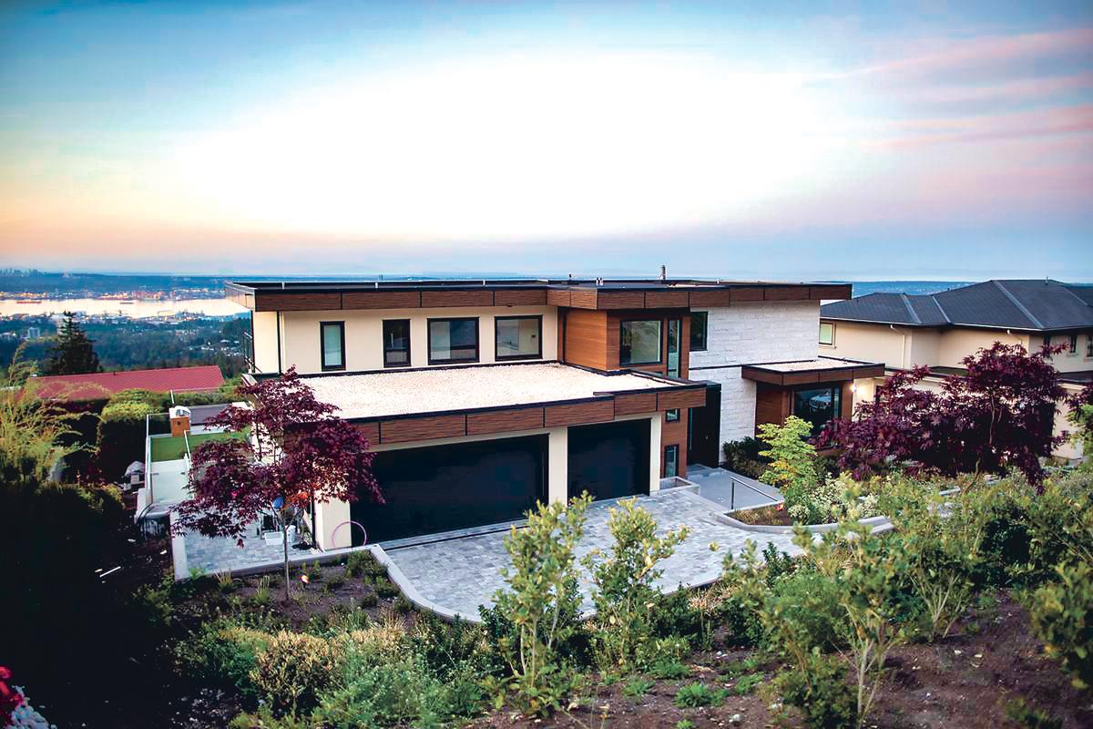 ■图中西温海景大宅,2017年挂牌价1,600万元,今年却以700万元成交。 网上图片