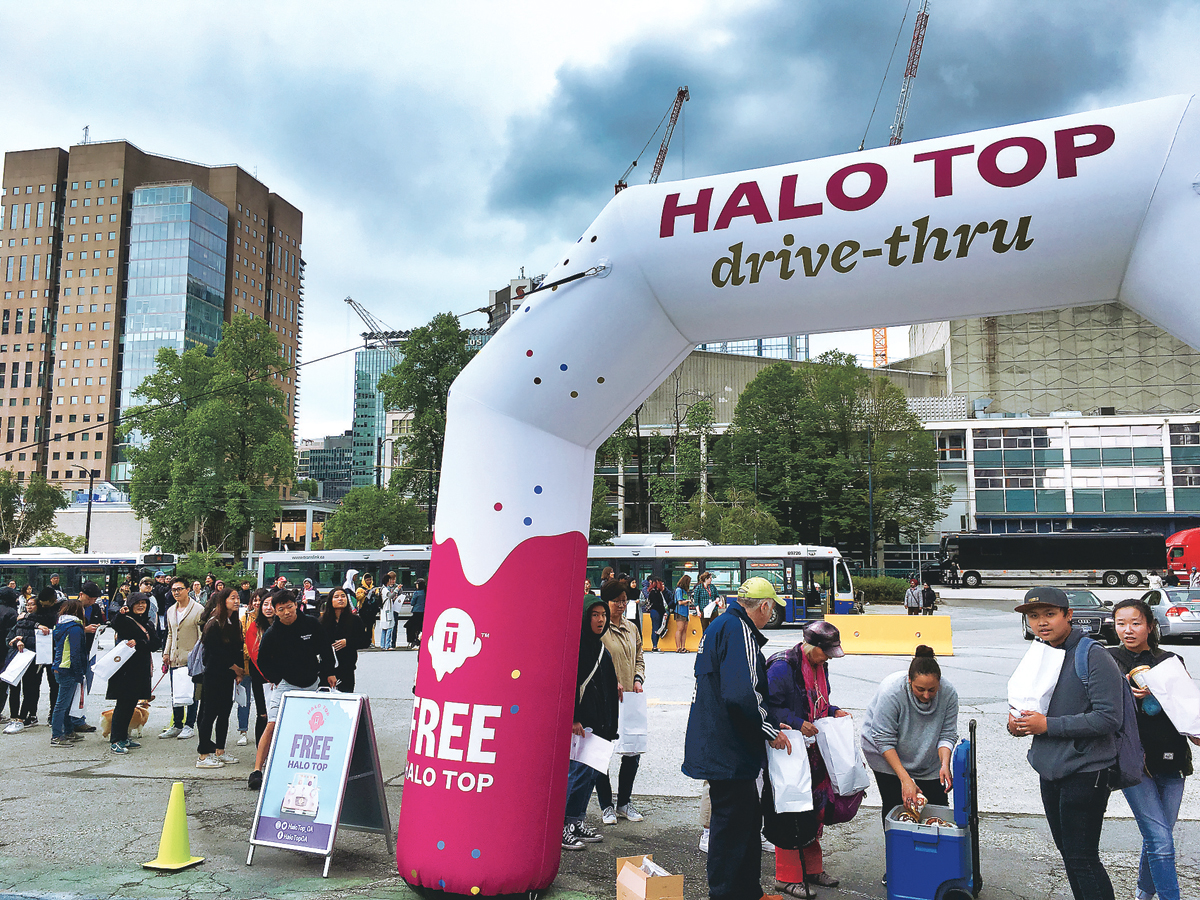 ■近七成加人认为,长周末假期最糟糕是交通问题,为减少塞车无聊,Halo Top在温市中心派发免费雪糕。