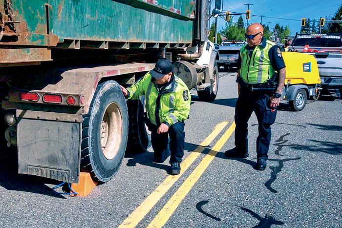 ■执法人员上周在三角洲进行商业车辆安全截查工作。警方提供
