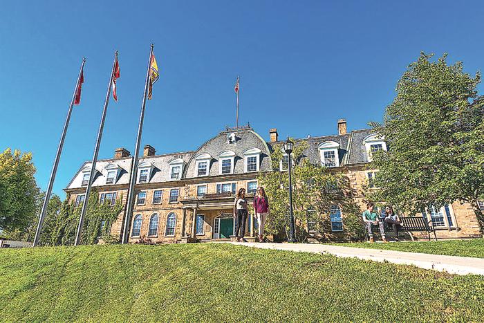 ■有200多年历史的纽奔驰域大学积极争取外国留学生。  网上图片