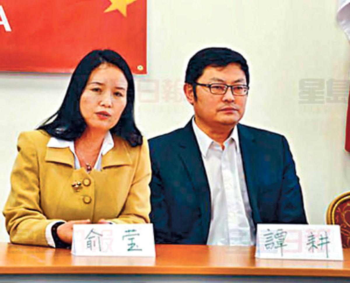 ■多伦多当河谷北国会议员谭耕(右)与女助理俞荧。网上图片