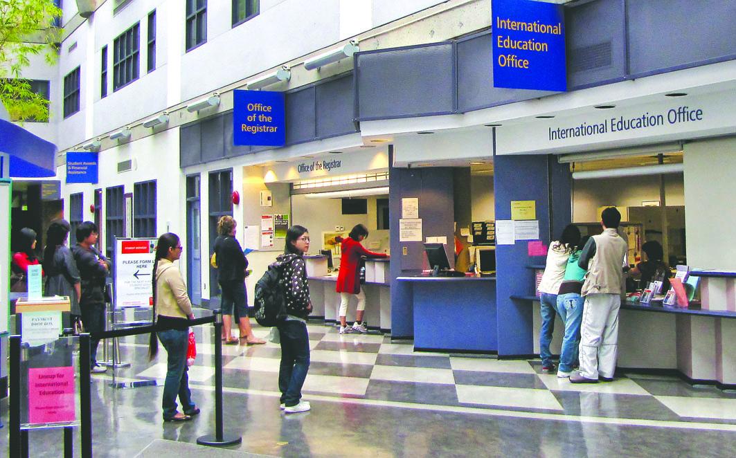人民币贬值,会导致来自中国的留学生开支增加。资料图片