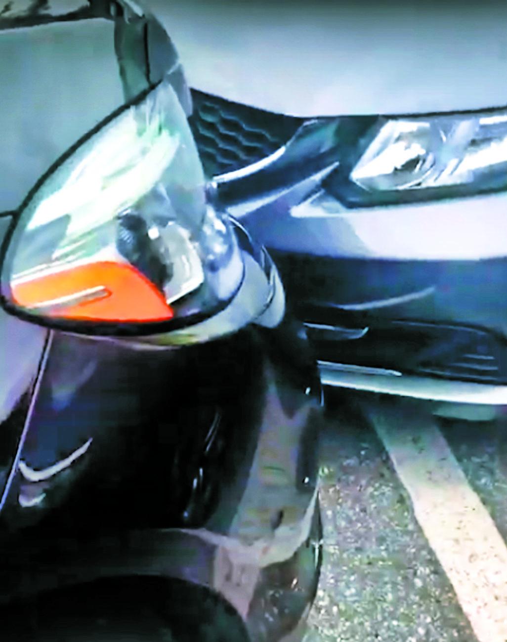 该部白人女子的汽车明显越界,并撞及事主的汽车。微信截图