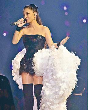 步姐昨指自己擁有強大的服裝、化妝及醫生團隊,令她可以於懷孕時在舞台演出。