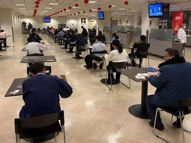 距離就是美?中國餐廳實施單獨吃飯防傳染 「一人一桌不許說話」網友:吃出了考試味