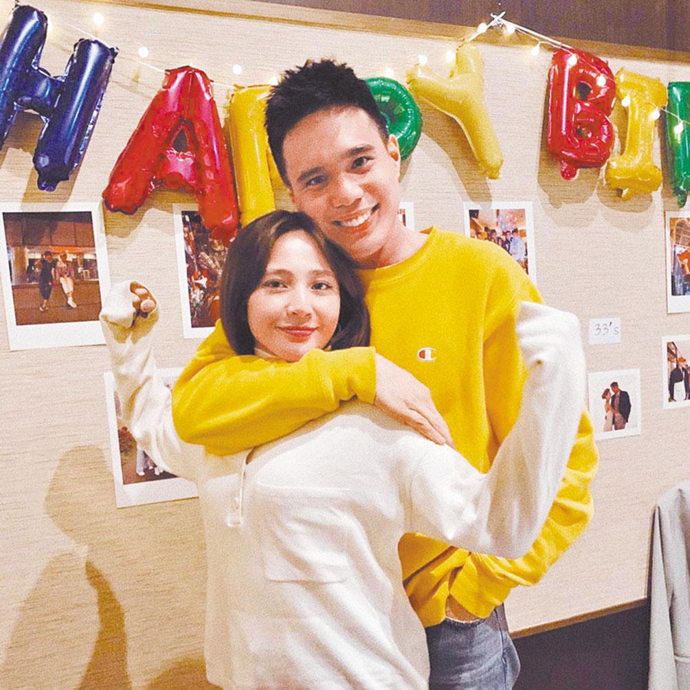 梁文音(左)今年4月過生日時,老公(右)還為她開心慶生,不料日前驚傳婚變。 網上圖片