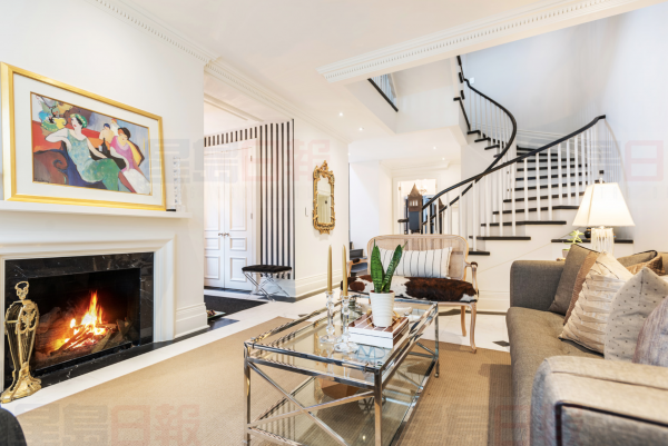 12+MacPherson+Avenue+TH+Condo living room